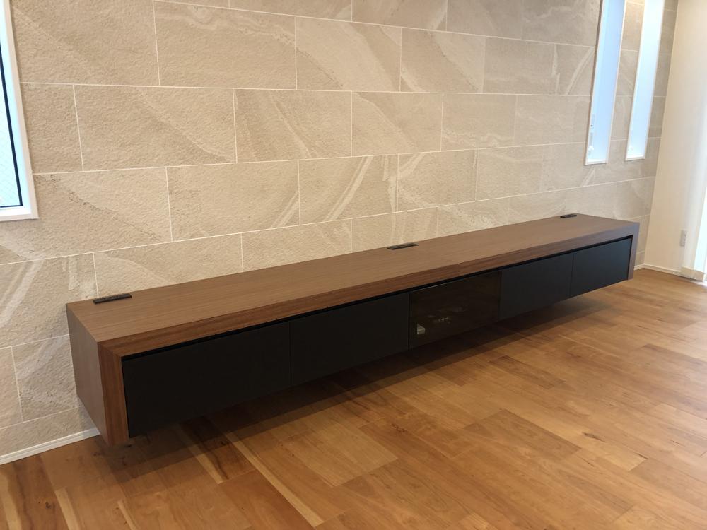造作テレビボードの設置
